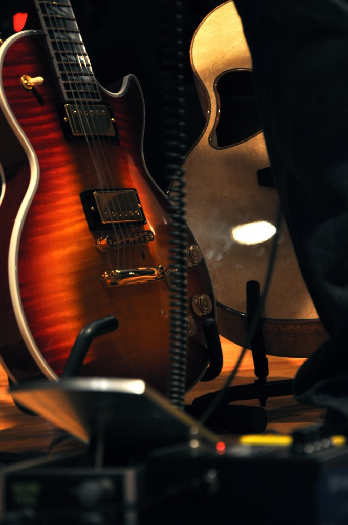 close up of the gibson guitar